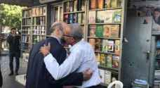 Razzaz visits bookshop, social media goes wild