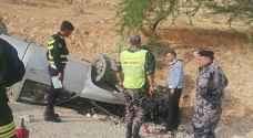 Three people injured following car accident on Al-Moujeb road