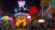 Spring break tourism in Mexico goes on, despite pandemic