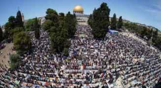 More than 70,000 Palestinians perform Friday Prayer at ....