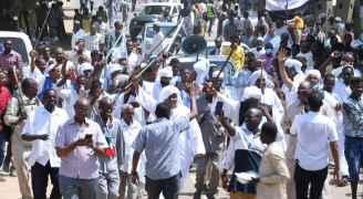 Pro-army protesters rally again in tense Sudan