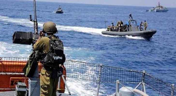 Israeli navy forces shoot and injure Palestinian fishermen in Gaza