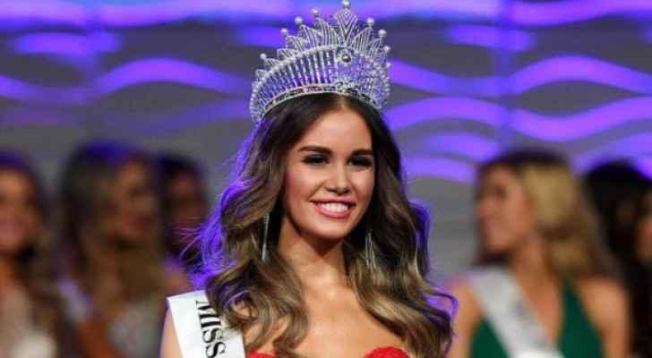 In 2008, Esma was named Miss Teen Australia.