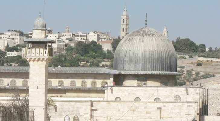 Israeli police stopped some people entering the Muslim holy compound and inspected them. (File photo)