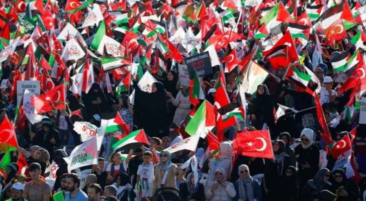 People wave Turkish and Palestinian flags during a protest against Israel, in Istanbul, Turkey, July 30, 2017. (Murad Sezer)
