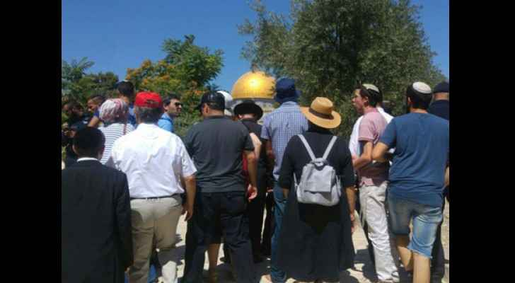 Visitors at the Temple Mount. (Mateh Irgunei Hamikdash/ Channel 2 News)