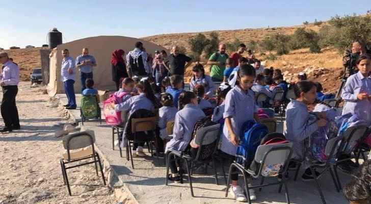 Students study outside after their school was demolished. (Photo: Quds Network)