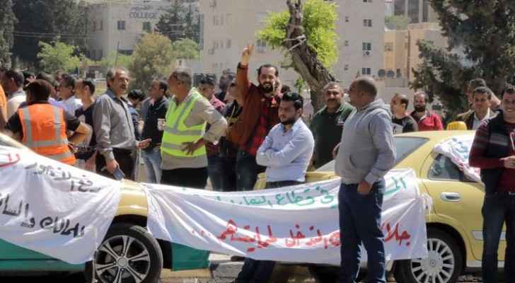 Taxi drivers protesting outside of parliament, calling for banning apps like Uber and Careem. (Photo Credit: Osama Aqarbeh/Jordan Times)