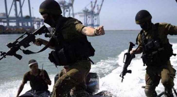 Israeli navy forces detain four fishermen in Gaza