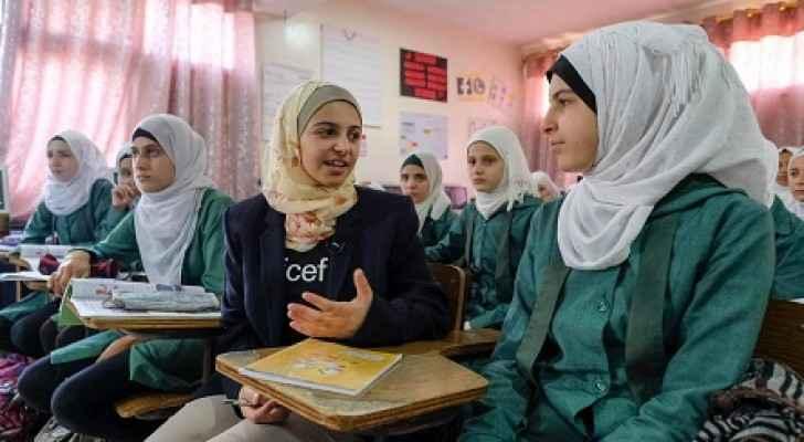 NICEF Goodwill Ambassador Muzoon Almellehan met Grade 9 Syrian girls at the Sai'ed Noureddin double shifted public school in Amman. (UNICEF)