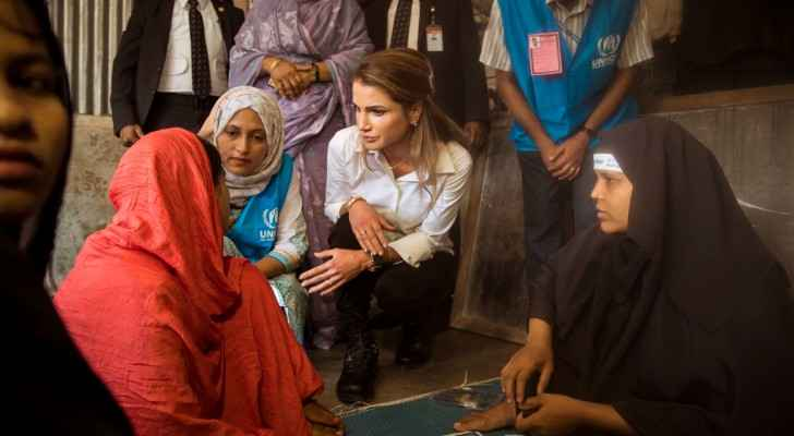 Queen Rania visits Rohingya refugees who fled to Bangladesh. (Twitter: @QueenRania)