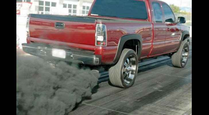Thick clouds of black smoke are a serious problem in Jordan. (The Jordan Times)