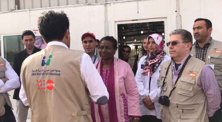 Executive Director Dr. Natalia Kanem meets with staff at Zaatari's maternity clinic. (Photo: @UNFPAJordan Twitter)