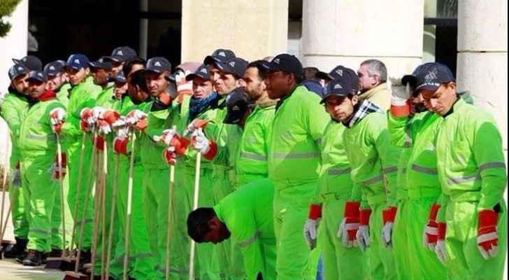 Binmen changed their uniforms' colour from orange to green. (Alkhaleejonline.net)