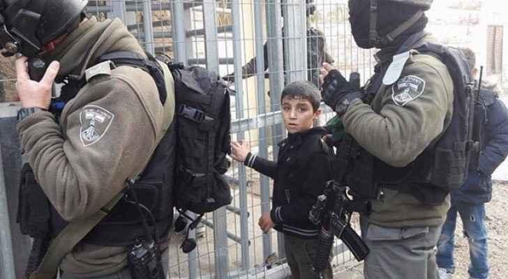 Israeli forces arresting 9-year-old Muhammad Daana. (Twitter)