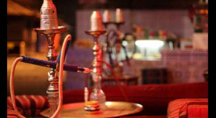 A large number of cafes in Amman continue to serve shisha without a license. (How2UAE)