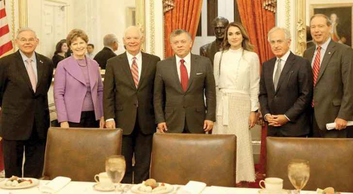 Their Majesties King Abdullah and Queen Rania pose for a group photo with US lawmakers in Washington on Wednesday (Photo courtesy of Royal Court)