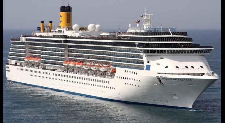 The ship was carrying 2,800 tourists. (CruiseMapper)