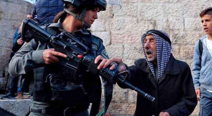Palestinian old man defending his land.. (Photo taken on Friday from Facebook)