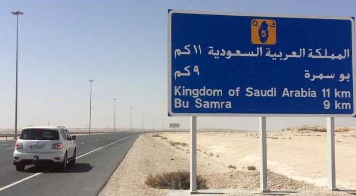 The only land border gate between Qatar and its neighbour Saudi Arabia. (hrw.org)