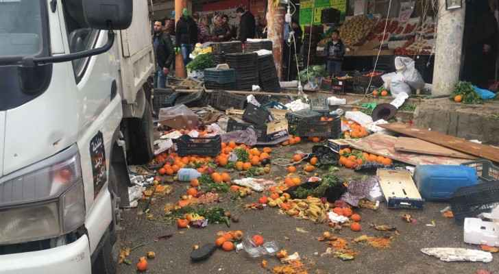Street vendors clashed with security officials while trying to implement their work. (Roya)
