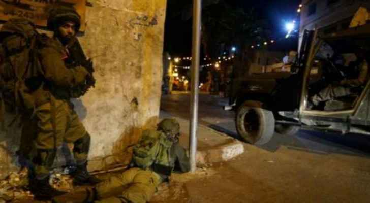 Israeli forces launch detention campaigns on daily basis against Palestinians in the West Bank. (File Photo)