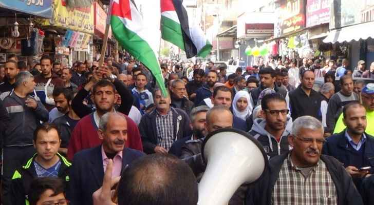 Protesters in Zarqa demanding cut in prices. (Roya)