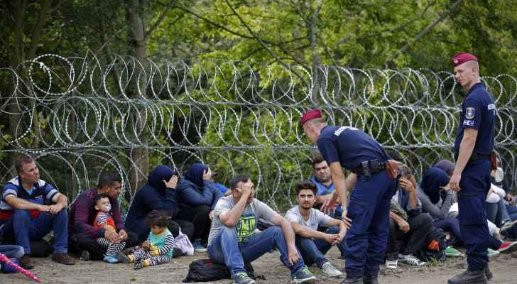 Refugees stranded between Hungary and Serbia's border (Al Jazeera)