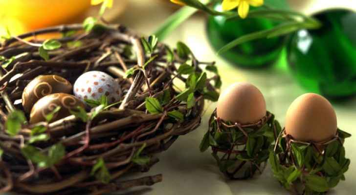 Palm Sunday and Easter holidays are announced.