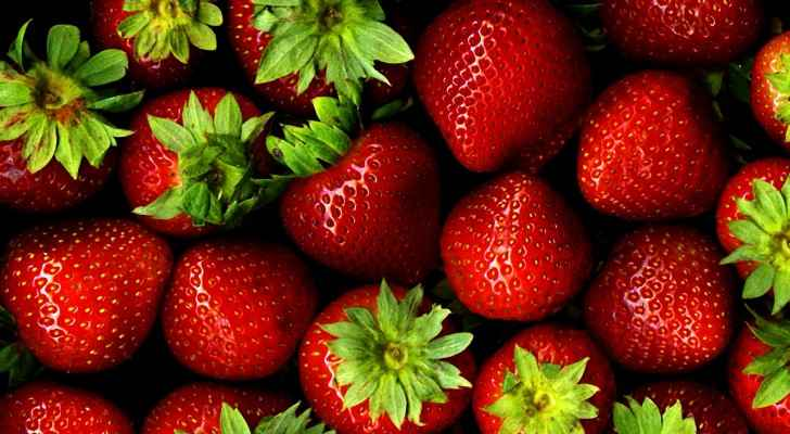 Have farmers really been dying their strawberries red? (GreenBlender)
