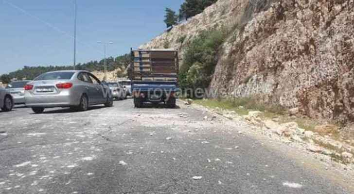 Footage for the rockslide that took place on Sunday on Amman-Irbid road. (Roya)