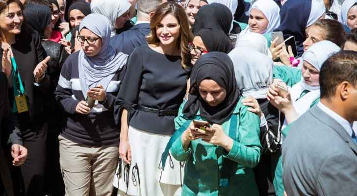 Queen Rania in Sweileh Secondary School for Girls. (Petra)
