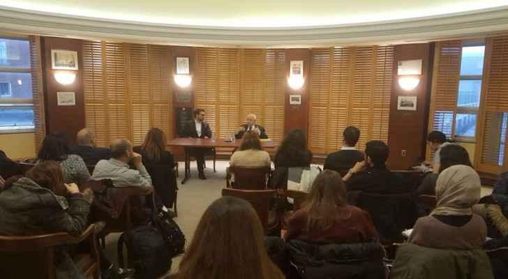 Abu-Ghazaleh also met Arab students at the university. (Roya)