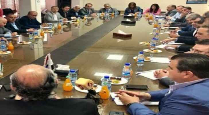 A meeting during Jordan's economic delegation to the Damascus in May  2018.