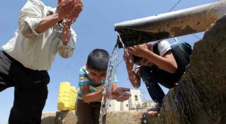 Applying water on the skin decreases perspiration. (file photo)
