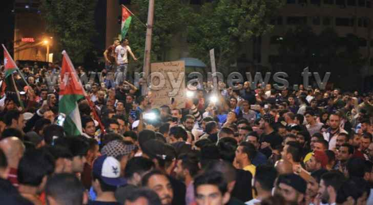 Wednesday's protests marked the seventh consecutive day of protesting against the country's current economic status. (Roya)