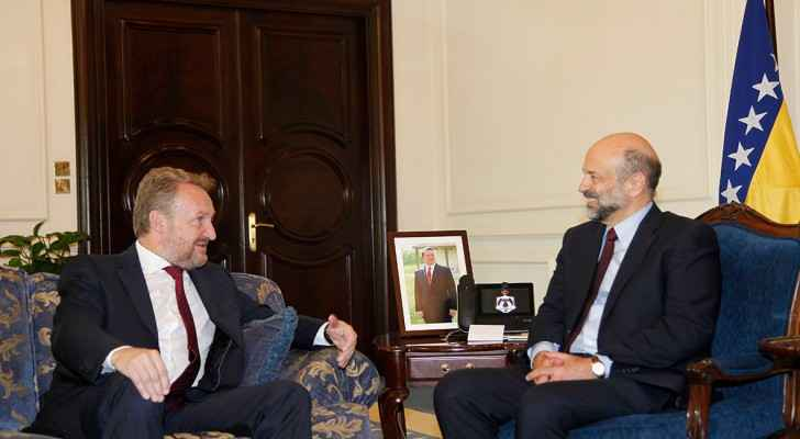 Izetbegovic expressed his country's willingness to promote mutual cooperation between the two countries
