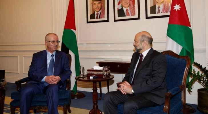 Razzaz meets Palestinian PM, discusses ties