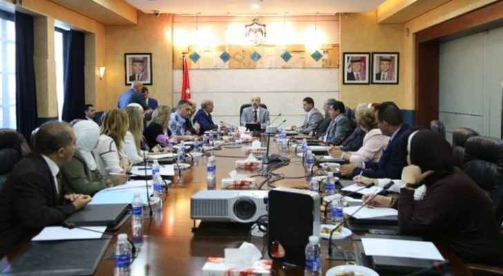 Razzaz: Ministers, public meetings require reviewing