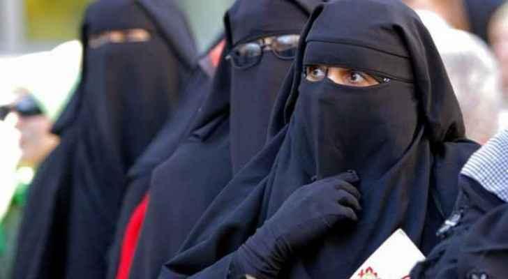Algeria: Women's full-face cover banned at work