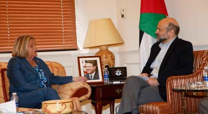 Jordanian PM Omar Razzaz and US Congresswoman Ileana Ros-Lehtinen during the meeting.