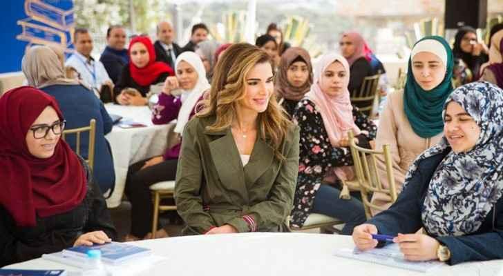 Queen meets with Al-Aman scholarship recipients