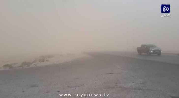 Poor vision conditions due to dust on the desert road (video screenshot)