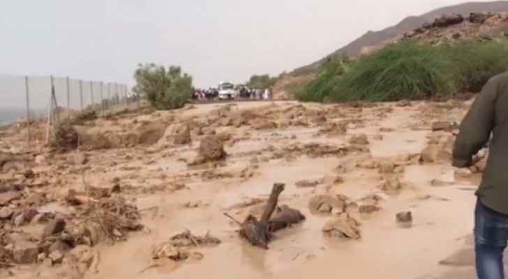 Floods raid Dead Sea, rescue team search for missing students