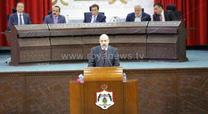 Razzaz sincerely thanked those who persevered in the face of the floods to help those in need. (Roya)