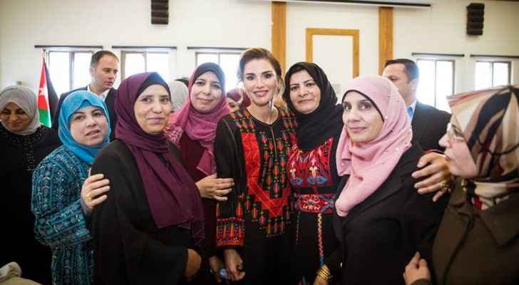 Queen Rania with activists women in Ma'an.