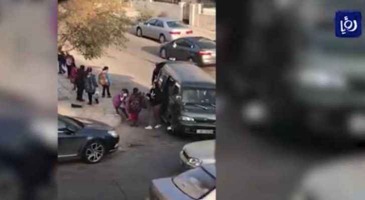 Video: Young students on overcrowded minibuses