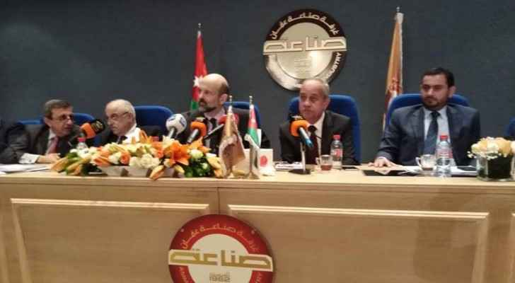 Razzaz meets representatives of Chamber of Industry and Commerce.