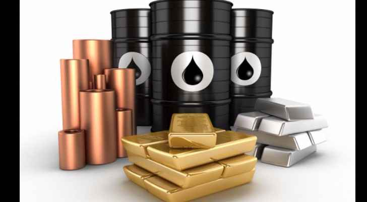 Gold prices regain as crude oil plunges
