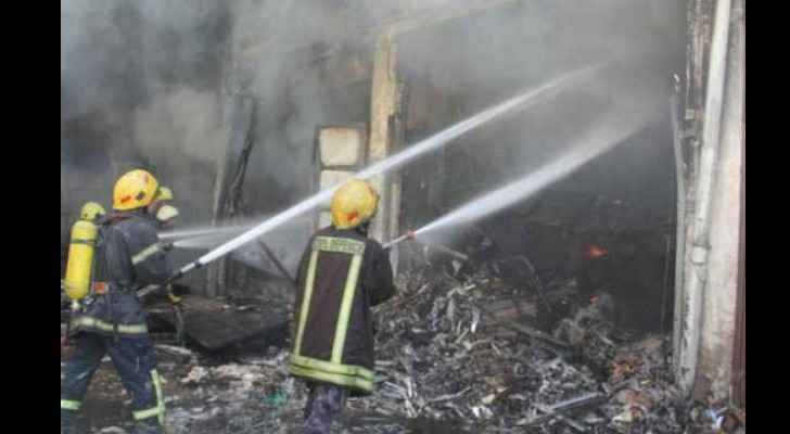 Fire spreads to five fashion shops, bus